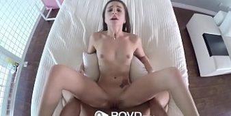 Sexo na cama comendo a xotuda